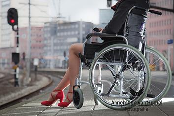 AvHemel_Vrouw rolstoel pumps_Thumb.jpg